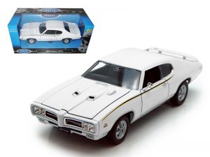 1969 Pontiac GTO - white at diecastdepot