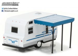 1964 WINNEBAGO TRAVEL TRAILER (WHITE AND BLUE)-HITCHED HOMES SERIES 2 at diecastdepot