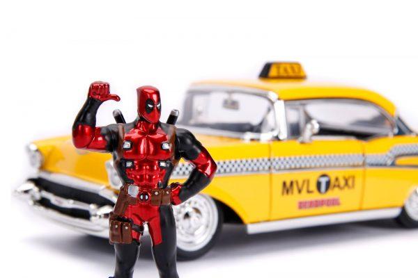 30290 1.24 hwr 1957 chevy bel air taxi w deadpool 2 - 1957 Chevy Bel Air TAXI w DEADPOOL - Hollywood Rides Series by Jada