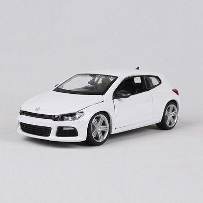 18 21060white - VW Scirocco R - white in 1:24 scale by Burago