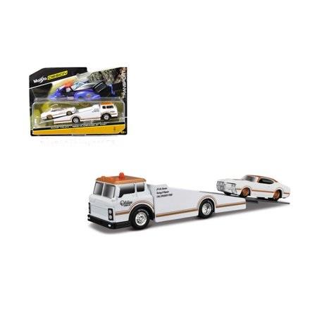 15055 18b 1 - 2018 Ramp Truck Transport/ 1969 Oldsmobile