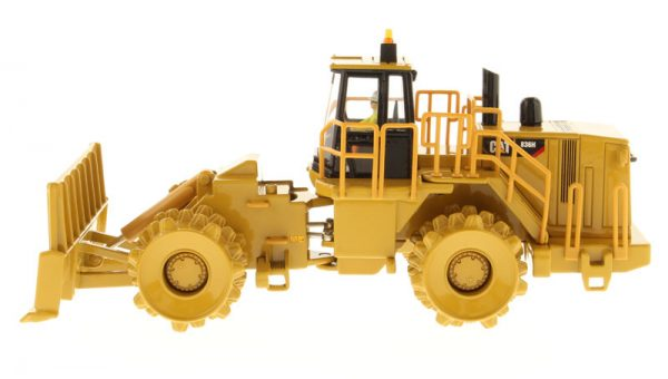 v1 85205 - CAT 836H Landfill Compactor- 1:50 Scale