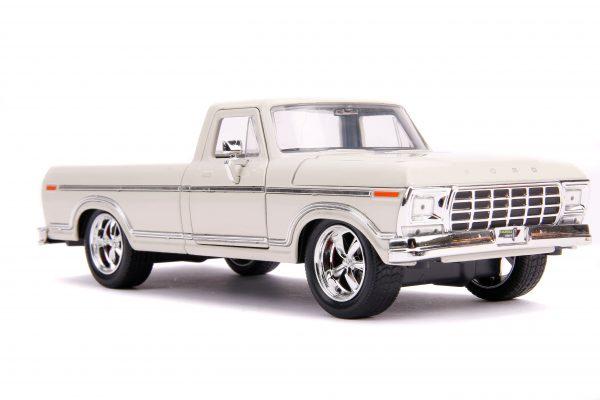 31589 1.24 jt 1979 ford f 150 custom beige 1 scaled - 1979 FORD F-150 PICKUP CUSTOM – BEIGE - Just Trucks