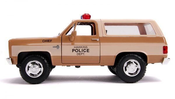 31111d - Hawkins Police Dept - Hopper's Chevy Blazer with Police Badge - Stranger Things (Netflix Series, 2016-Current)