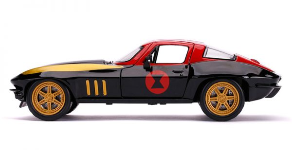 31749b - 1963 Chevrolet Corvette with Black Widow Figure