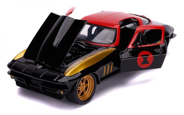 31749c - 1963 Chevrolet Corvette with Black Widow Figure
