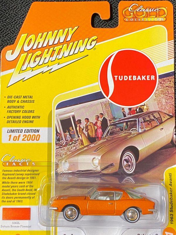 jlcg022b1 - 1963 Studebaker Avanti in Bronze Metallic - Johnny Lightning Classic Gold - 2020 Release 2B
