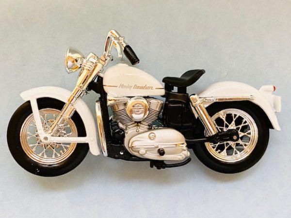 31360 37 1a - 1952 HARLEY DAVIDSON K MODEL MOTORCYCLE - WHITE - 1:18 SCALE