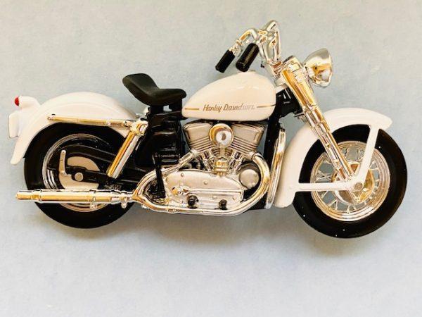 31360 37 1b - 1952 HARLEY DAVIDSON K MODEL MOTORCYCLE - WHITE - 1:18 SCALE