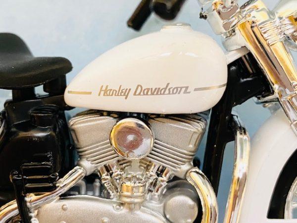 31360 37 1d - 1952 HARLEY DAVIDSON K MODEL MOTORCYCLE - WHITE - 1:18 SCALE