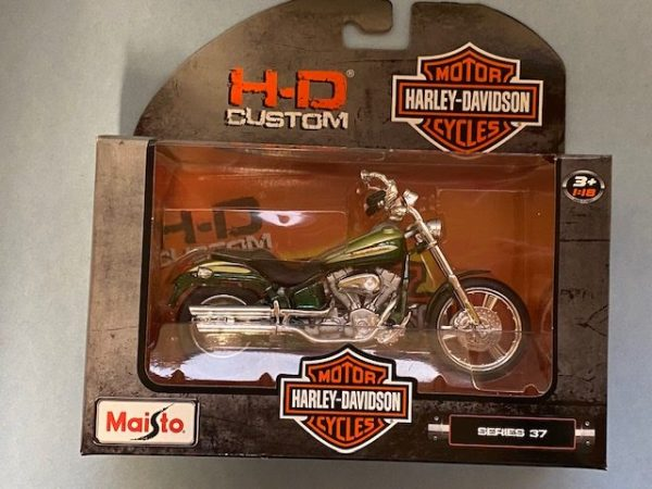 31360 37 3 rotated e1604771996947 - 2004 HARLEY DAVIDSON FXSTDSE CV0 MOTORCYCLE IN 1:18 SCALE