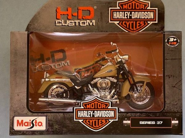 31360 37 4 rotated e1604772335539 - 2005 HARLEY DAVIDSON FLHTCU ULTRA CLASSIC ELECTRA GLIDE MOTORCYCLE 1:18 SCALE