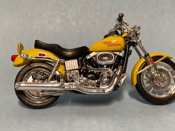 31360 38 1b - 1977 HARLEY DAVDISON FXS LOW RIDER MOTORCYCLE - YELLOW IN 1:18 SCALE