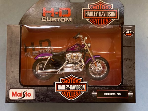 31360 38 5 - 2013 HARLEY DAVDISON XL 1200V SEVENTY-TWO MOTORCYCLE IN 1:18 SCALE