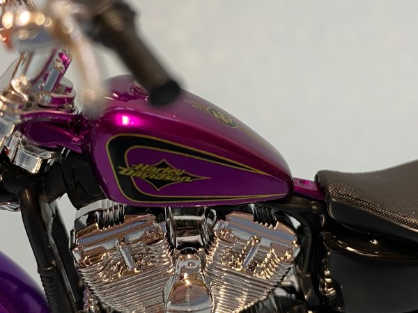 31360 38 5c - 2013 HARLEY DAVDISON XL 1200V SEVENTY-TWO MOTORCYCLE IN 1:18 SCALE