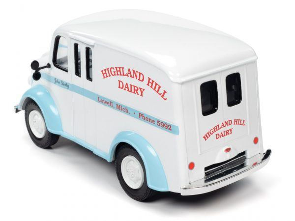 aw24010b - 1950 DIVCO DELIVERY HIGHLAND HILLS DAIRY TRUCK - 1:24 scale