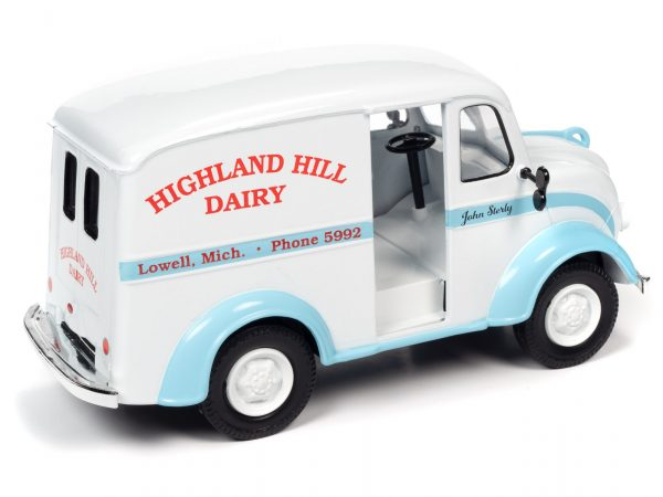 aw24010d - 1950 DIVCO DELIVERY HIGHLAND HILLS DAIRY TRUCK - 1:24 scale