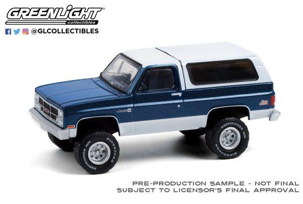 35190 c 1987 gmc jimmy sierra classic lifted dark blue and white deco b2b - 1987 GMC Jimmy Sierra Classic Lifted in Dark Blue and White