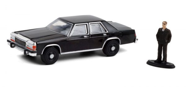 97100 e - 1987 Ford LTD Crown Victoria in Black with Man in Black Suit