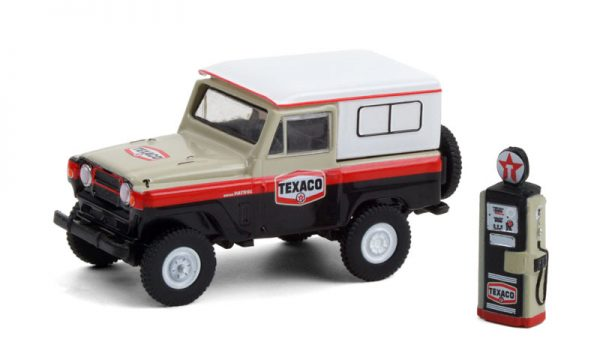 97100a - Texaco - 1967 Nissan Patrol with Vintage Texaco Gas Pump