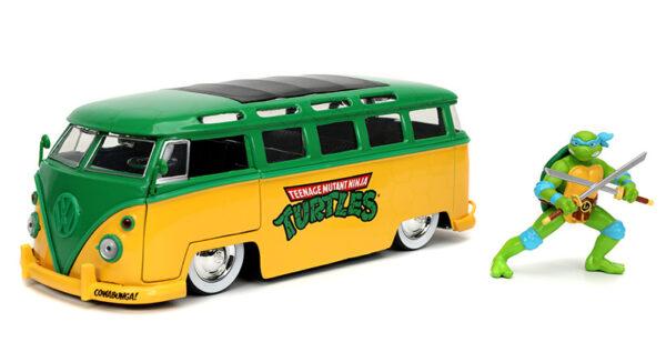 31786 - 1962 Volkswagen Bus with Leonardo Figure