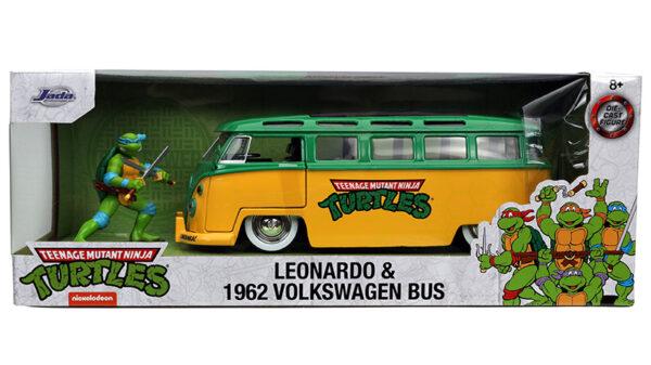 31786g - 1962 Volkswagen Bus with Leonardo Figure