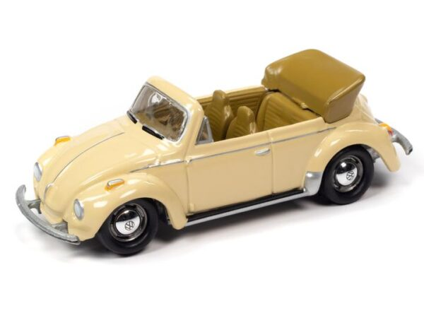 jlct005 75superbeetle versionb 1385a696 a8a9 4572 afda - 1975 VOLKSWAGEN SUPER BEETLE CONVERTIBLE (TOP DOWN) (IVORY) WITH COLLECTOR TIN