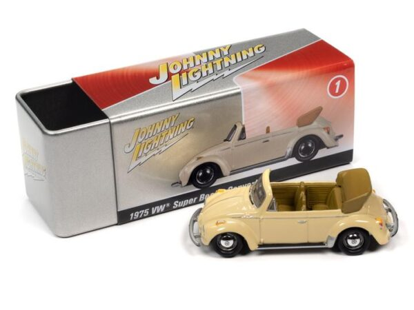 jlct005 75superbeetle versionb tin f7083841 c43c 4218 8379 - 1975 VOLKSWAGEN SUPER BEETLE CONVERTIBLE (TOP DOWN) (IVORY) WITH COLLECTOR TIN